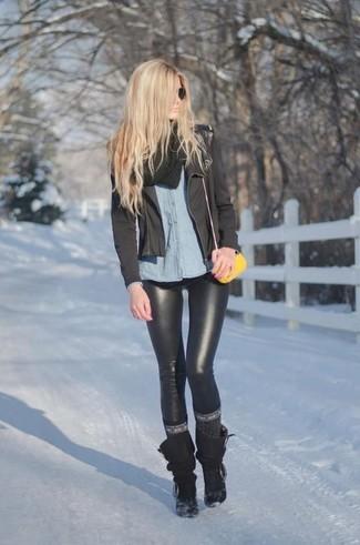 Pense à associer une veste motard avec des leggings en cuir noirs pour une tenue idéale le week-end. Rehausse cet ensemble avec une paire de des bottes mi-mollet noires.