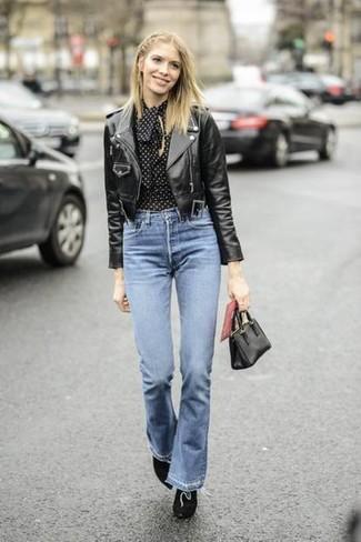 Opte pour une veste motard en cuir noire avec une pochette en cuir noire femmes Tory Burch pour une tenue idéale le week-end. Jouez la carte classique pour les chaussures et choisis une paire de des bottines en daim noires.