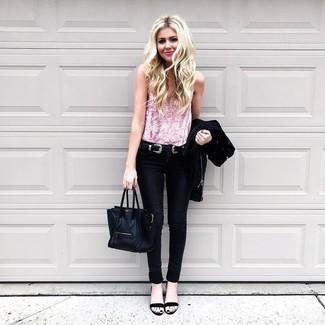 Comment porter: veste motard noire, débardeur en velours rose, jean skinny noir, sandales à talons en cuir noires