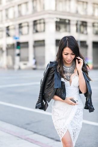 Essaie de marier une veste motard en cuir noire avec une pochette en cuir matelassée noire pour un look confortable et décontracté.