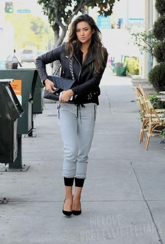 Veste motard pantalon de jogging gris escarpins sac bandouliere noir large 5547