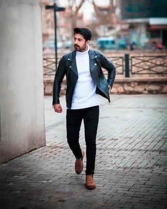 Comment porter un pull à col roulé en tricot blanc: Marie un pull à col roulé en tricot blanc avec un jean skinny noir pour une tenue relax mais stylée. Jouez la carte classique pour les chaussures et assortis cette tenue avec une paire de bottines chelsea en daim marron.