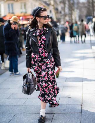 Comment porter un béret: Essaie de marier une veste motard en cuir noire avec un béret pour une impression décontractée. Jouez la carte classique pour les chaussures et choisis une paire de des slippers en cuir noirs.