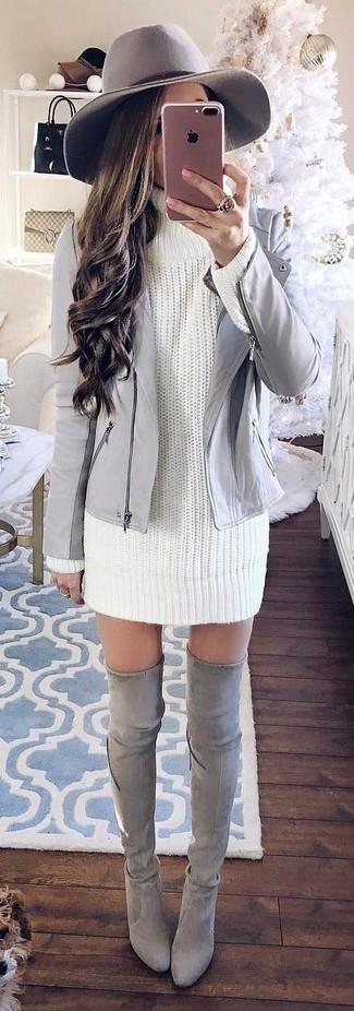 Comment porter: veste motard en cuir grise, robe-pull en tricot blanche, cuissardes en daim grises, chapeau en laine gris
