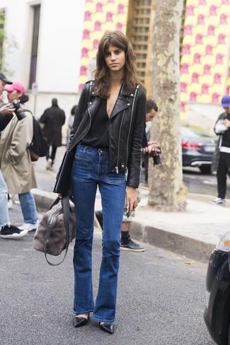 Opte pour une veste motard en cuir noire avec un grand sac pour un look idéal le week-end. Transforme-toi en bête de mode et fais d'une paire de des escarpins en cuir noirs ton choix de souliers.