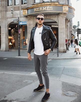Un pantalon chino à porter avec des baskets basses noires: Pense à harmoniser une veste motard en cuir noire avec un pantalon chino pour affronter sans effort les défis que la journée te réserve. Une paire de des baskets basses noires est une option parfait pour complèter cette tenue.