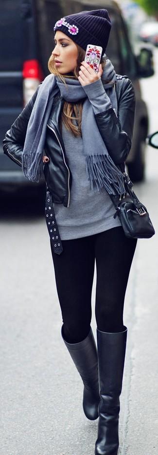Une veste motard en cuir noire et des leggings noirs communiqueront une impression de facilité et d'insouciance. Transforme-toi en bête de mode et fais d'une paire de des bottes hauteur genou en cuir noires ton choix de souliers.
