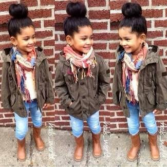 Comment porter: veste marron foncé, pull blanc, jean bleu clair, bottes marron
