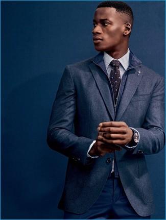 Comment porter: veste sans manches bleu marine, blazer en laine bleu marine, chemise de ville á pois blanche et noire, pantalon de costume bleu marine