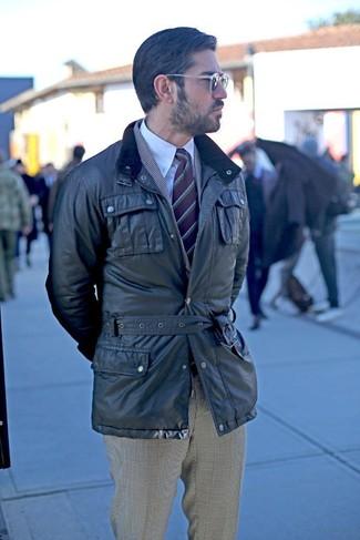 Comment porter: veste style militaire noire, blazer écossais gris, chemise de ville blanche, pantalon de costume écossais gris