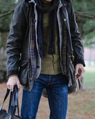 Comment porter: veste style militaire noire, cardigan gris, chemise à manches longues olive, jean bleu