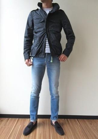 Comment porter une veste style militaire noire: Pour une tenue de tous les jours pleine de caractère et de personnalité choisis une veste style militaire noire et un jean bleu clair. Une paire de des mocassins à pampilles en daim gris foncé est une façon simple d'améliorer ton look.