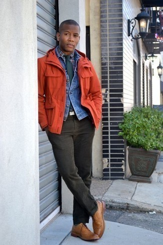 Une veste en jean à porter avec une cravate vert foncé (3