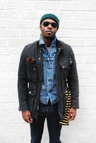Comment porter: veste style militaire noire, veste en jean bleue, t-shirt à col rond gris, jean skinny bleu marine