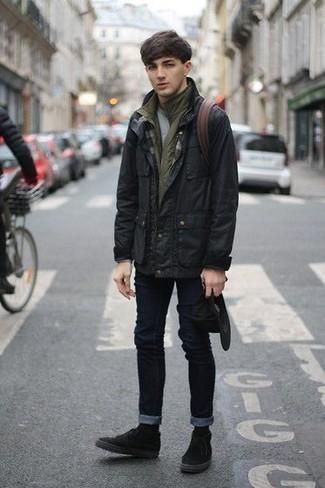 Comment porter: veste style militaire noire, veste sans manches olive, t-shirt à col rond gris, jean skinny noir