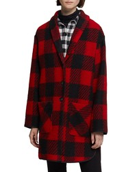 Manteau à carreaux rouge et noir