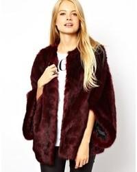 Manteau de fourrure bordeaux