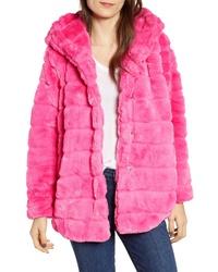 Manteau de fourrure fuchsia