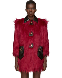 Manteau de fourrure rouge Gucci