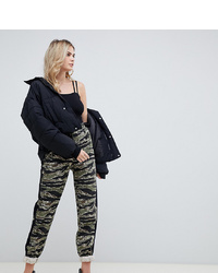Pantalon carotte camouflage olive Missguided Tall