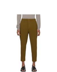 Pantalon chino en laine moutarde Homme Plissé Issey Miyake