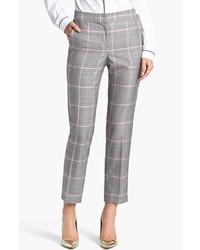 Essaie d'associer une chemise avec un pantalon de costume pour une tenue idéale le week-end.