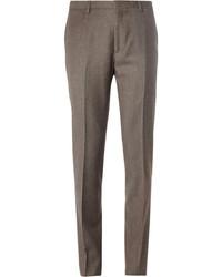 Pense à harmoniser un blazer gris foncé avec un pantalon de costume pour un look classique et élégant.