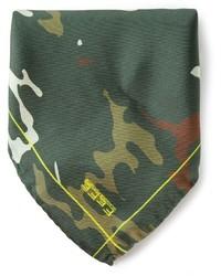 Pochette de costume camouflage olive