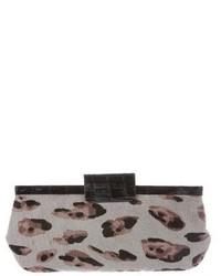 Pochette en daim imprimée léopard grise