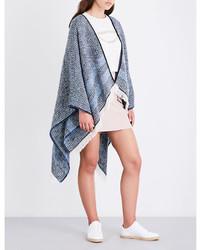 Poncho en tricot bleu clair