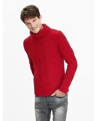 Pull à col roulé en tricot rouge