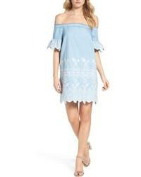 Robe à épaules dénudées bleu clair