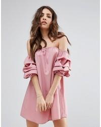 Robe à épaules dénudées rose PrettyLittleThing