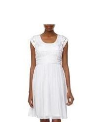Robe décontractée en dentelle plissée blanche