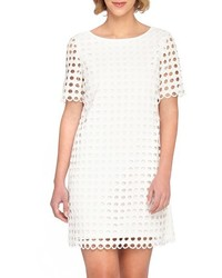 Robe droite en broderie anglaise blanche