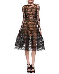 Comment porter une robe en dentelle noire
