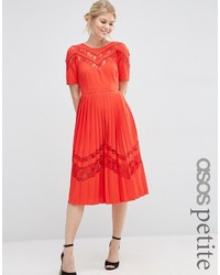 Robe midi plissée rouge Asos