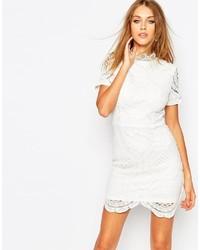 Robe moulante en dentelle blanche GUESS  Où acheter et comment porter 4ec70b004220