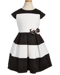 Robe noire et blanche