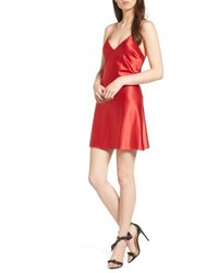 Robe nuisette en satin rouge