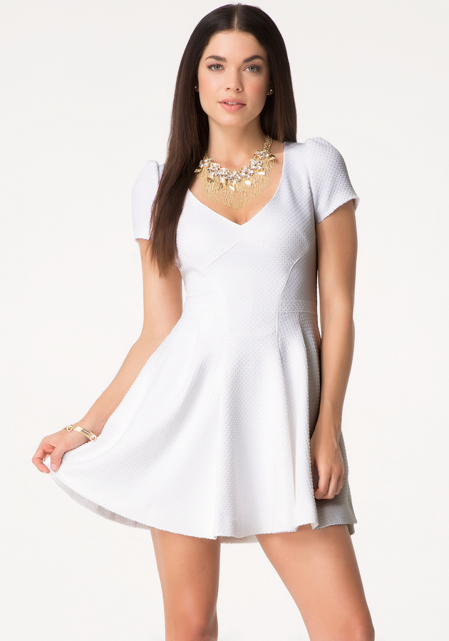robe blanche courte patineuse la mode des robes de france. Black Bedroom Furniture Sets. Home Design Ideas