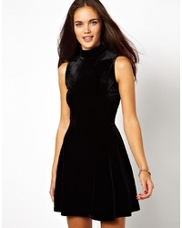 Robe patineuse en velours noire Glamorous