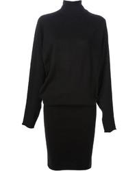 Harmonise une chemise avec une robe-pull pour un look idéal le week-end.