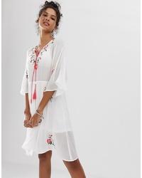 Robe style paysanne brodée blanche En Creme