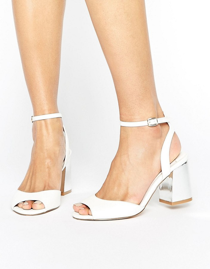 Sandales Blanches À Faith€54Asos Lookastic Talons France UMVSzp
