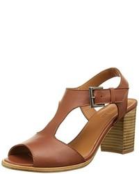Sandales à talons brunes claires