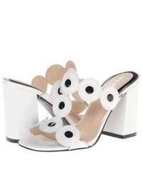 Sandales à talons en cuir blanches et noires