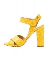 Sandales à talons en cuir imprimées jaunes Moschino