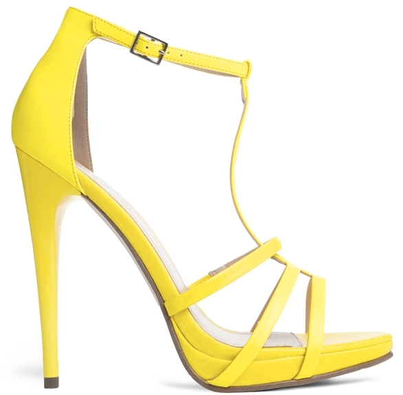 Sandales à talons en cuir jaunes Carvela