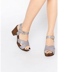 Sandales à talons en cuir violet clair